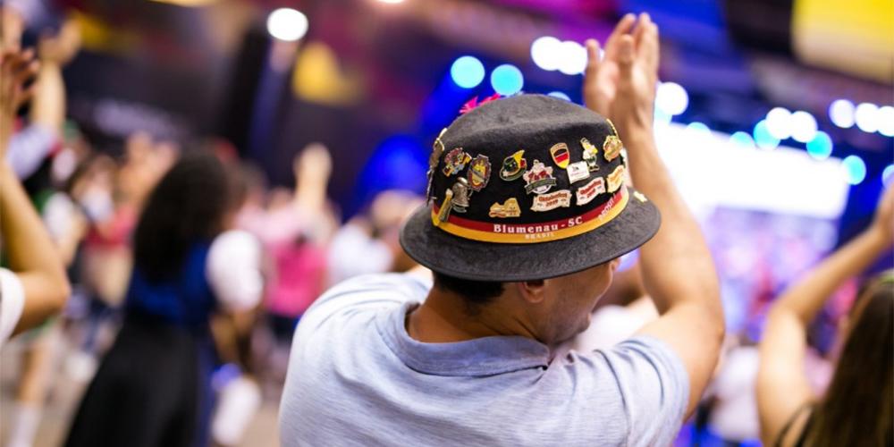 Oktoberfest Blumenau, entidades se posicionam a favor do adiamento