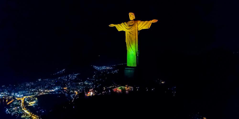 Rio de Janeiro: Iluminação de atrativos turísticos em verde e amarelo marca a reabertura do turismo nacional